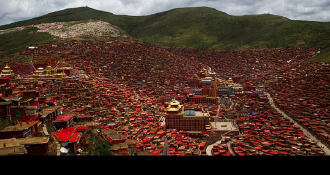 Cuộc sống của 40.000 người ở học viện Phật giáo Tây Tạng