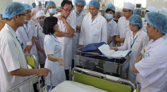 Bác sĩ bệnh viện công xin nghỉ hàng loạt không có gì lạ!
