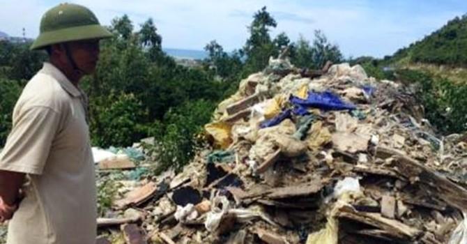Lại phát hiện thêm rác thải nghi của Formosa đổ trong rừng