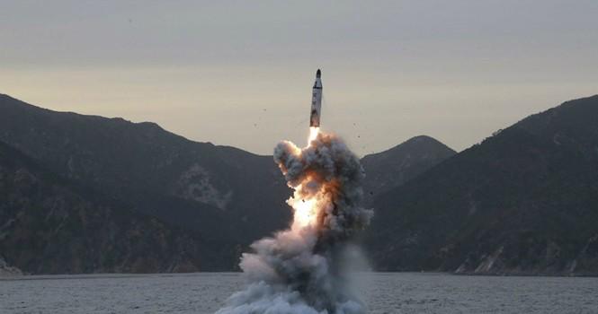 Tên lửa Triều Tiên sẽ ra sao sau khi rơi xuống biển?