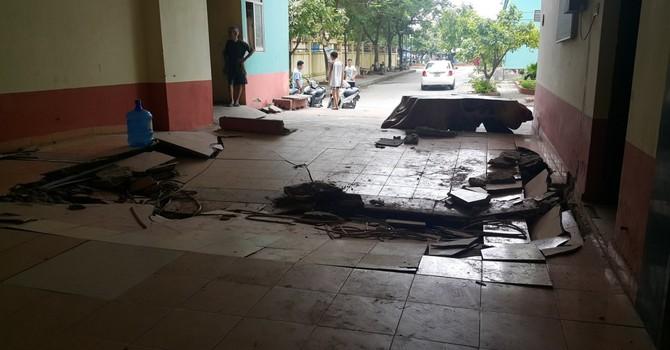 Sàn nhà chung cư bất ngờ sụt lún, gạch lát nền vỡ toác giữa đêm