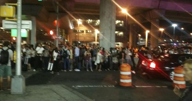 Nổ súng ở sân bay Kennedy (New York), hàng ngàn hành khách phải sơ tán