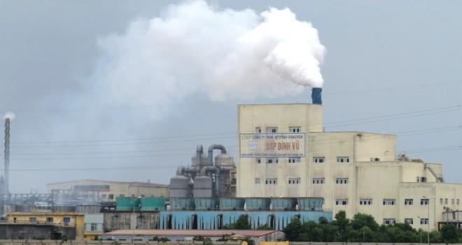 """""""Núi"""" chất thải độc hại cao 40 mét ở Hải Phòng"""