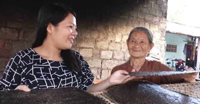 Thạc sĩ kinh tế bán bánh tráng dừa kiếm 60 triệu đồng mỗi tháng