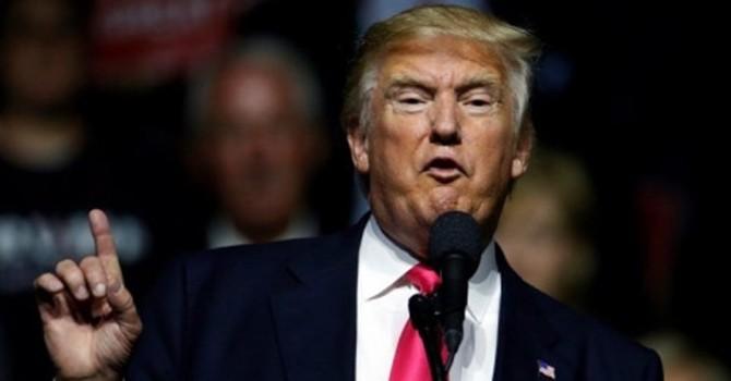 """Donald Trump công khai gọi Hillary Clinton là """"kẻ nhỏ mọn"""""""