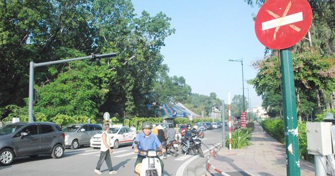 Người Sài Gòn bất ngờ ngày đầu phân luồng, cấm xe ở sân bay Tân Sơn Nhất