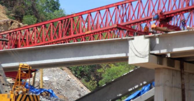 Ba dầm cầu trên cao tốc La Sơn - Túy Loan mới nghiệm thu bị sập gãy