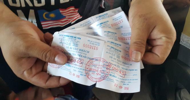 Chơi lễ 2/9, du khách có vé vẫn bị bỏ lại vì… tàu quá tải
