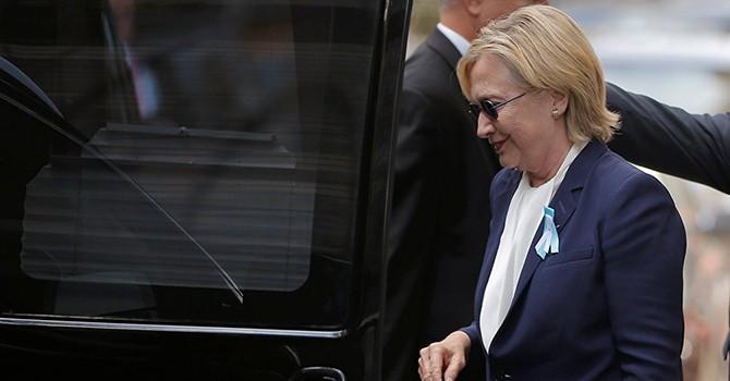 Bà Clinton phải hủy chuyến đi California vì bệnh tật