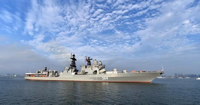 Tàu chiến đổ xô đến Biển Đông