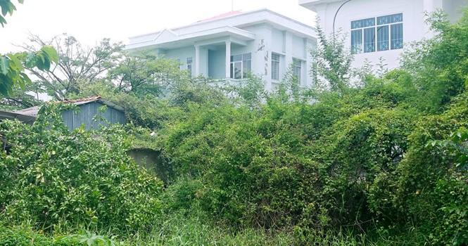 Thêm trụ sở tiền tỷ bỏ hoang