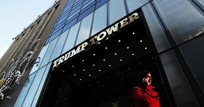 """Donald Trump """"nghèo đi"""" 800 triệu USD chỉ sau 1 năm"""