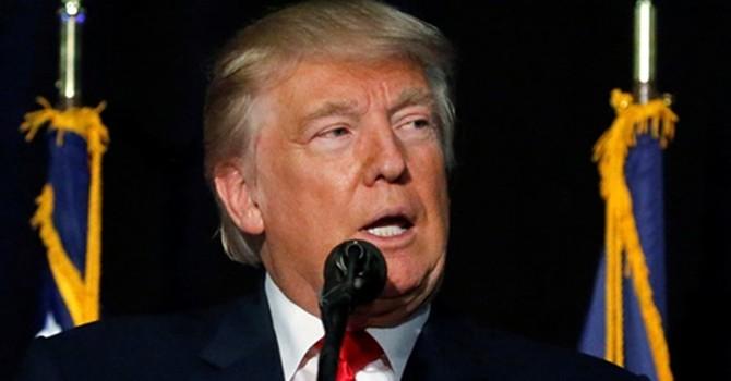 """Trump tiếp tục công kích cựu hoa hậu, Clinton nói ông bị """"rối trí"""""""