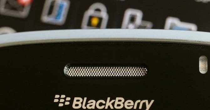 """Vì sao """"tượng đài"""" BlackBerry sụp đổ?"""