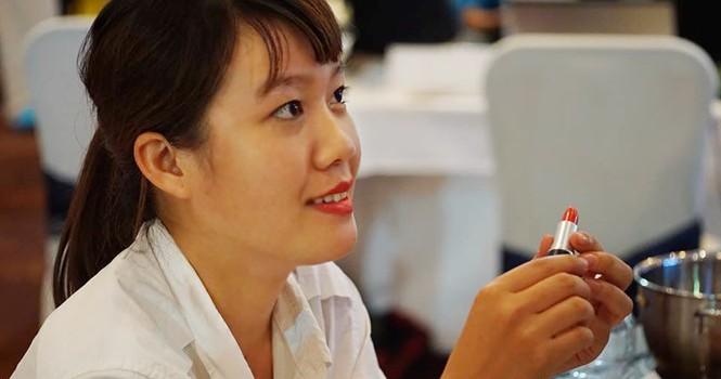 Nữ sinh khởi nghiệp với 3 triệu đồng và son môi tự chế từ gấc