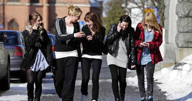 Giới trẻ vẫn thích iPhone, số ít chọn điện thoại Android