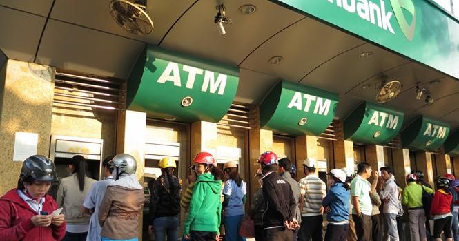 """Thẻ ATM """"chết"""" vẫn sinh phí"""