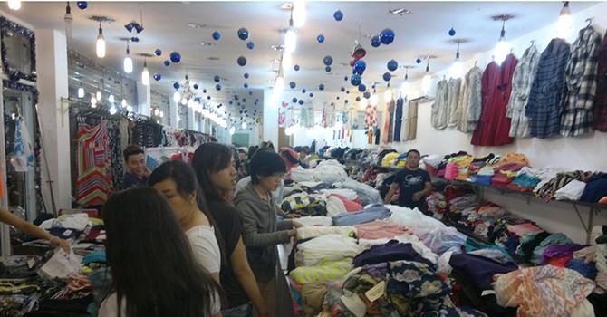 Thị trường quần áo mùa đông: Đầu mùa hút khách, hàng Việt lên ngôi