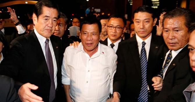 Tổng thống Philippines lại dọa Mỹ