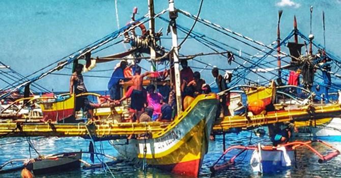 Mỹ, Philippines xem xét tàu Trung Quốc có rời bãi cạn Scarborough