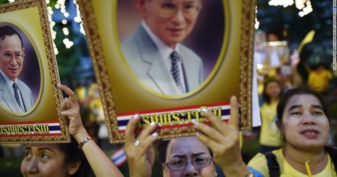Kinh tế Thái Lan đối mặt mâu thuẫn sau khi nhà vua qua đời