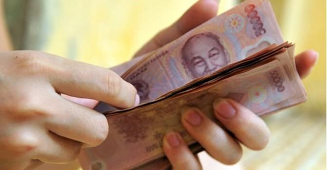 Nợ công tăng cao, tiền đâu để tăng lương cơ sở?