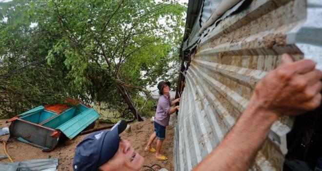 Tan hoang vùng rốn lũ Phú Yên