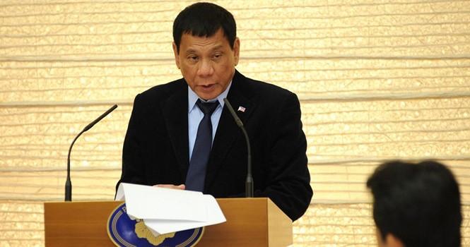 Tổng thống Duterte thần tượng ông Putin, khen Trump lẫn Clinton