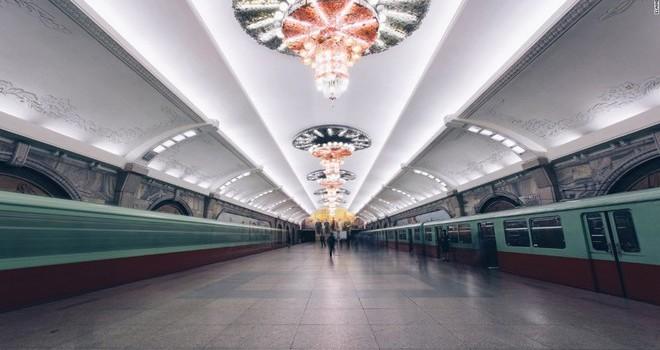 """Hệ thống tàu điện ngầm """"bí ẩn nhất thế giới"""" ở Triều Tiên"""