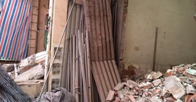 Nhà nghiêng sắp sập ở Ô Chợ Dừa phải phá dỡ trong hơn 1 tháng