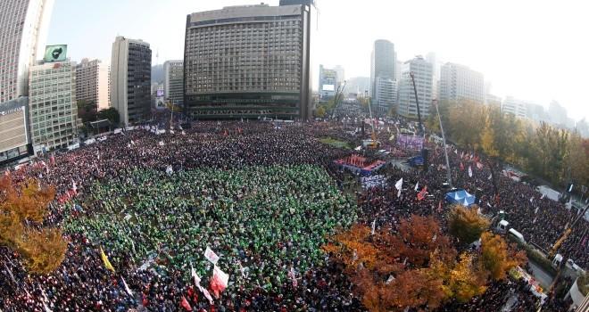 Nửa triệu người biểu tình đòi Tổng thống Hàn từ chức
