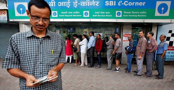"""Xe buýt ATM """"cứu"""" dân Ấn Độ giữa cảnh khủng hoảng tiền mặt"""