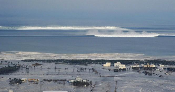 Nhật Bản: Động đất 7,3 độ Richter, sóng thần ngoài khơi Fukushima