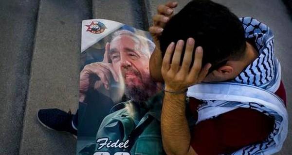 Hoa, nến và nước mắt tiễn biệt nhà lãnh đạo Fidel Castro
