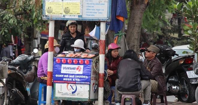 """Vé số Mega 6/45 xuất hiện """"chui"""" ở Hà Nội"""