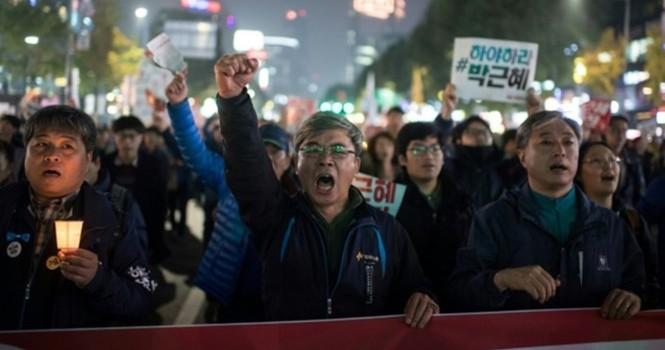 Đảng cầm quyền Hàn Quốc yêu cầu tổng thống từ chức vào tháng 4/2017