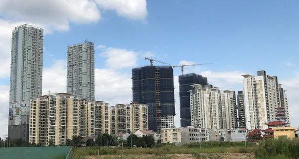 """TP. HCM: Ngộp thở với những cung đường oằn mình """"cõng"""" gần trăm tòa chung cư cao tầng"""
