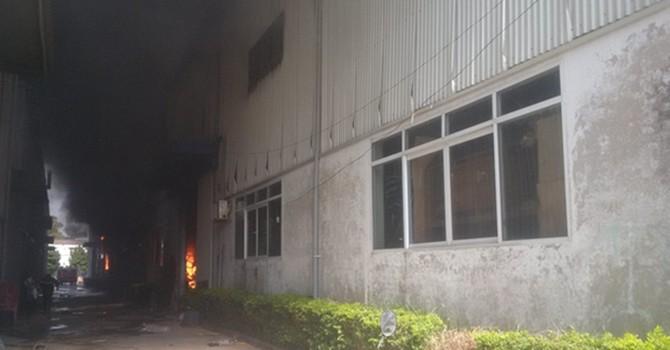 Cháy lớn ở khu công nghiệp Ngọc Hồi