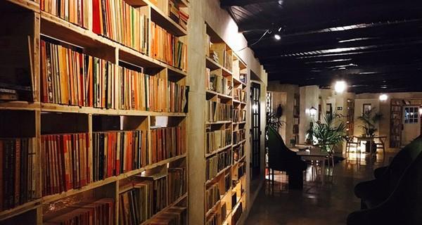 """Khách sạn dành cho những """"con mọt sách"""""""