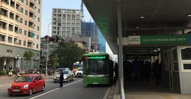 """Tại sao phải """"ưu ái"""" buýt nhanh khi giao thông Hà Nội còn lộn xộn?"""