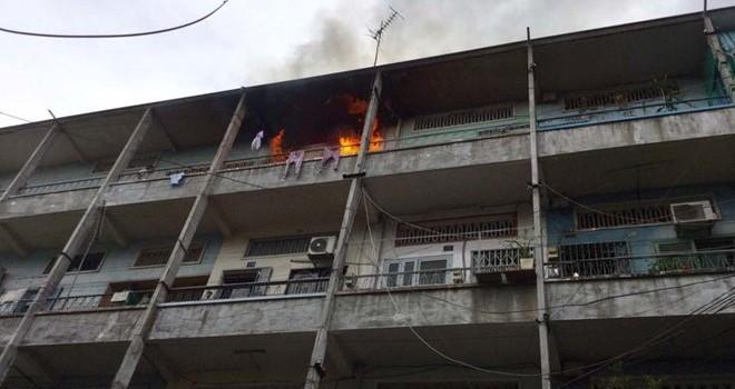Cháy lớn chung cư ở Sài Gòn, nhiều người tháo chạy