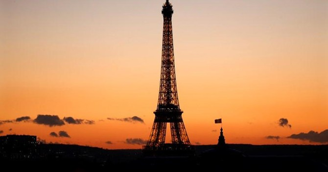 """Pháp muốn """"quyến rũ"""" 20.000 nhân viên ngân hàng rời khỏi Anh"""
