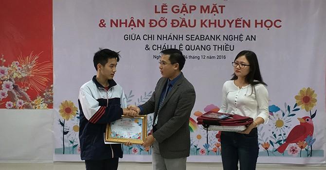 """Quỹ khuyến học """"Ươm mầm ước mơ"""" của SeABank tiếp tục hỗ trợ học phí cho 21 trẻ em nghèo hiếu học"""