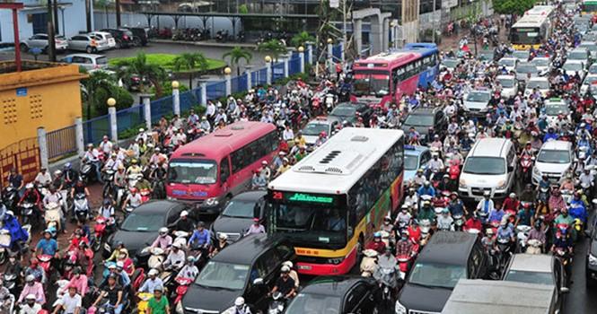 """Hà Nội treo thưởng chống ùn tắc giao thông: Không dành cho dân """"ngoại đạo""""?"""