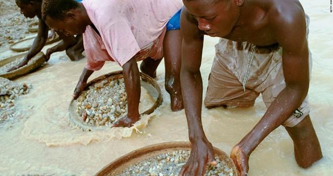 """Nghịch lý cuộc chiến chống nạn """"kim cương máu"""" ở châu Phi"""