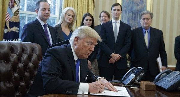 Hé lộ cuộc chiến quyền lực khốc liệt trong Nhà Trắng
