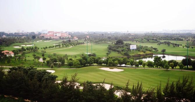 Cận cảnh sân golf sát đường băng Tân Sơn Nhất