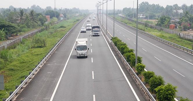 Xây đường cao tốc ở Việt Nam rẻ hay đắt?