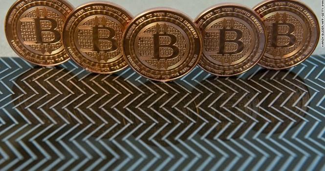 Bitcoin mất 12 tỷ USD giá trị trong một tháng