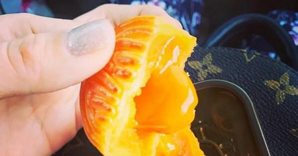 Bên trong bánh trung thu trứng muối nhập ngoại 1 triệu/hộp